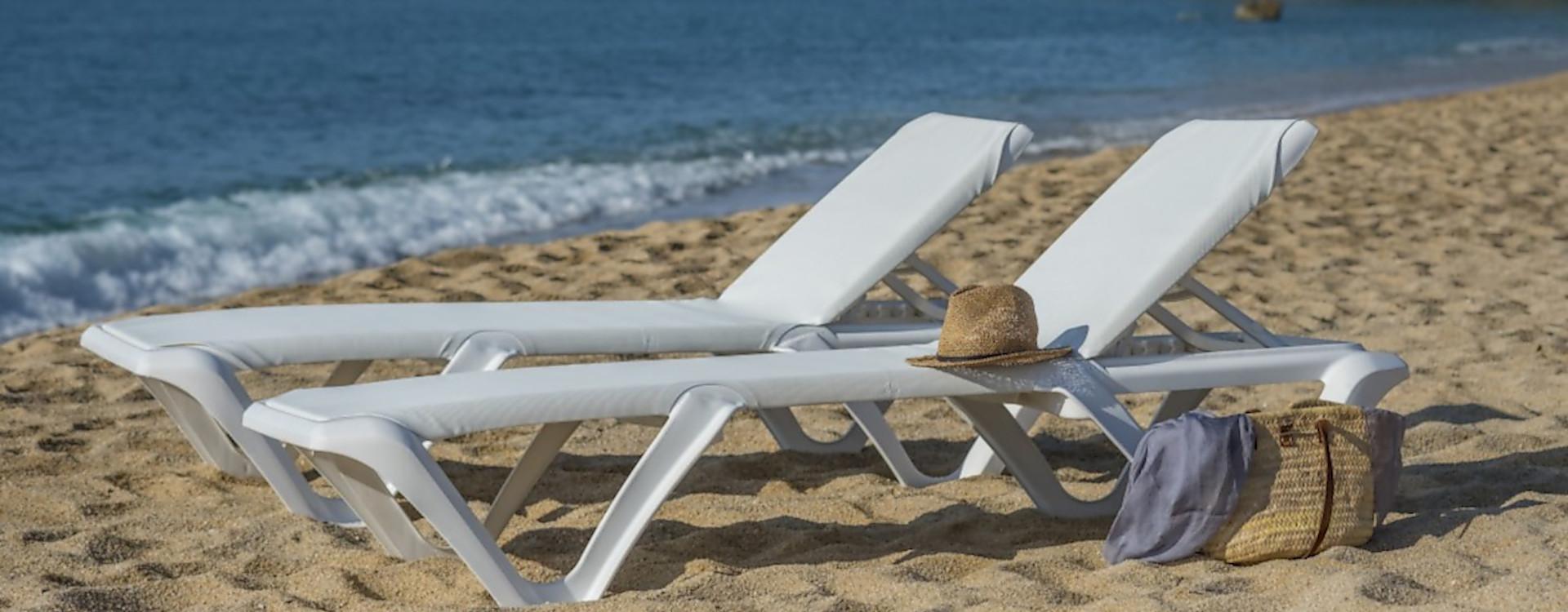 Купити іспанські пляжні пластикові шезлонги Balliu від офіційного імпортера в Україну